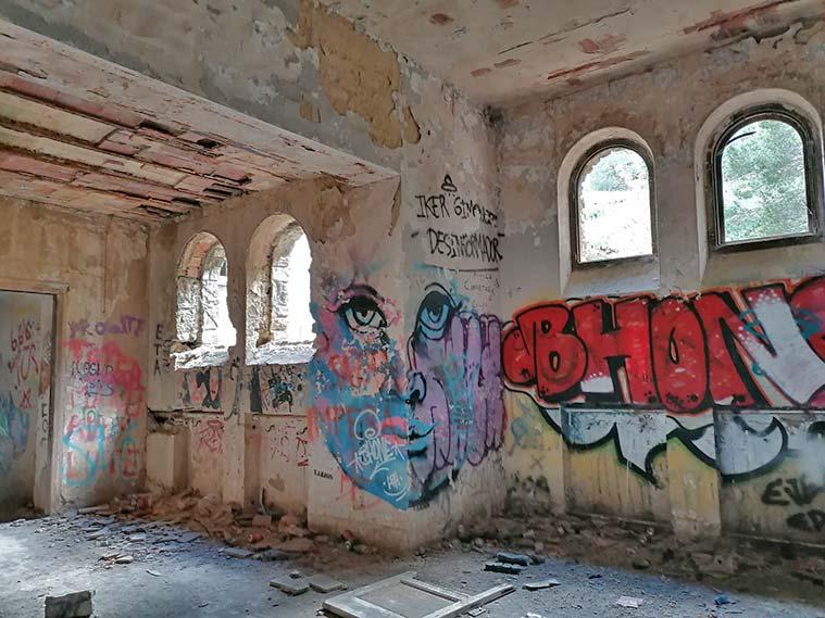 Lugar donde el equipo del programa de Iker Jiménez grabó un reportaje sobre los fenómenos paranormales del sanatorio de Agramonte