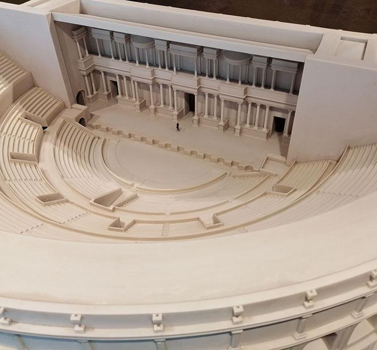 Reconstrucción del teatro romano de Caesar Augusta en una maqueta del Museo