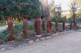Monumento en homenaje a las Trece Rosas en el Parque Grande de Zaragoza