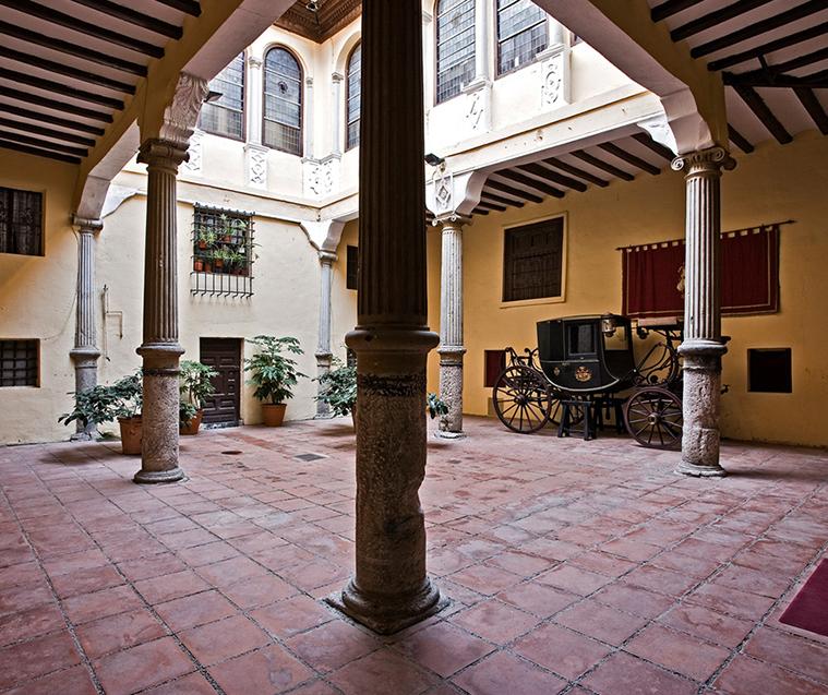 Patio del Palacio de la Real Maestranza de Zaragoza