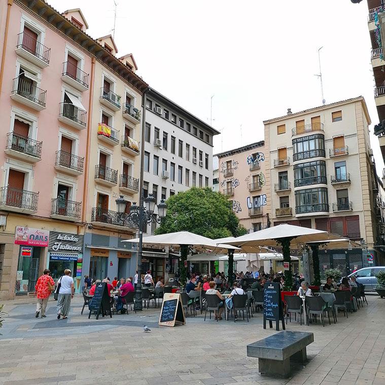 Terrazas y ambiente en la Plaza de Sas