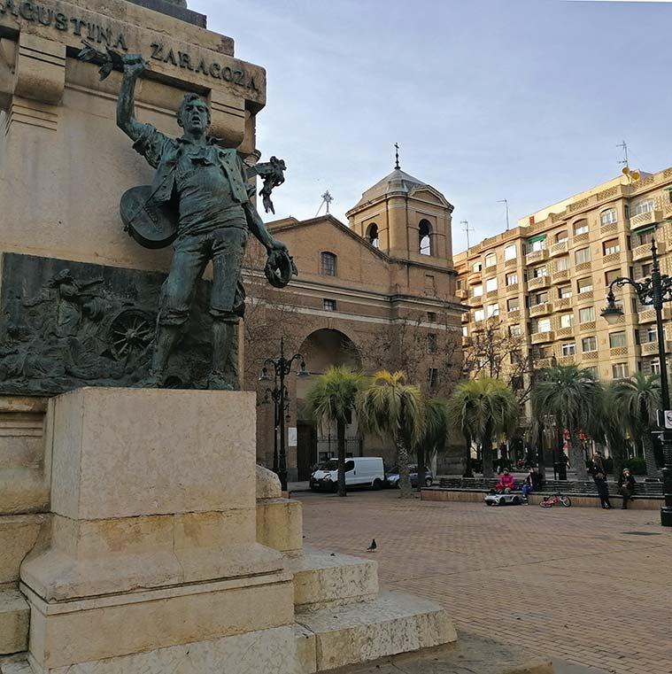 El Monumento a Agustina de Aragón y la Iglesia del Portillo