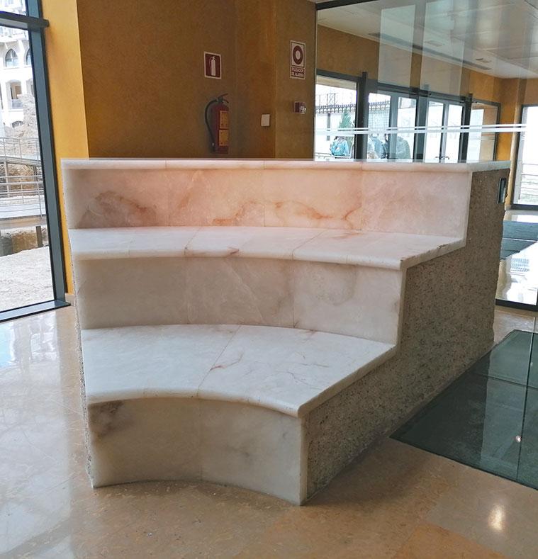 Reconstrucción de los asientos del teatro romano de Caesar Augusta