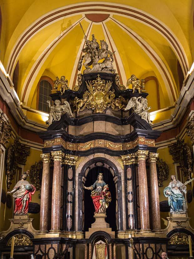 Retablo mayor de la iglesia de Santa Isabel de Portugal