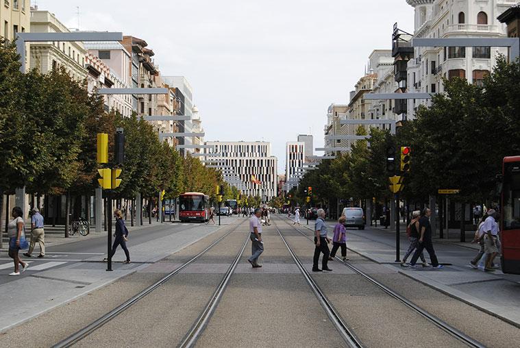 Vías del Tranvía de Zaragoza en la zona central del Paseo de La Independencia