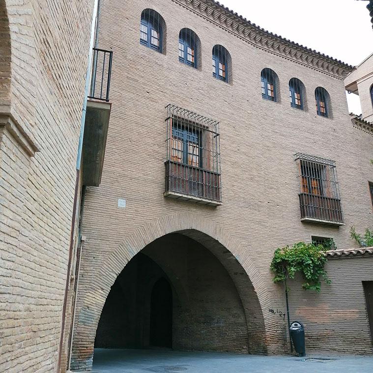 Vista de la Casa del Dean de Zaragoza desde la Calle del Dean