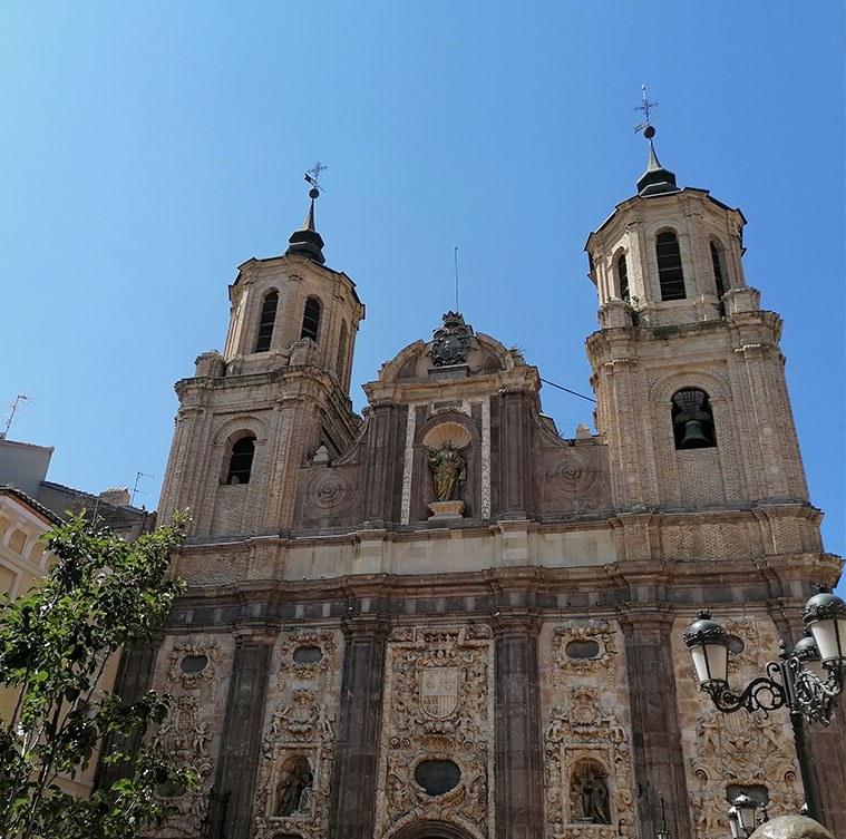 Vista de la Iglesia de Santa Isabel de Portugal o de San Cayetano desde la Plaza del Justicia
