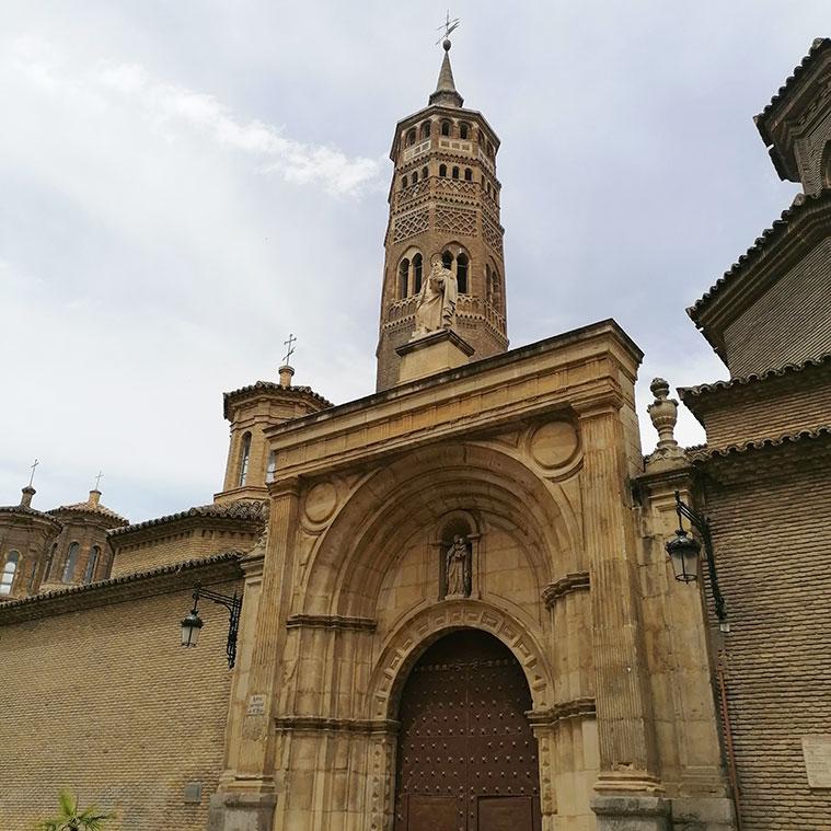 Vista de la fachada principal de San Pablo desde la calle homonima