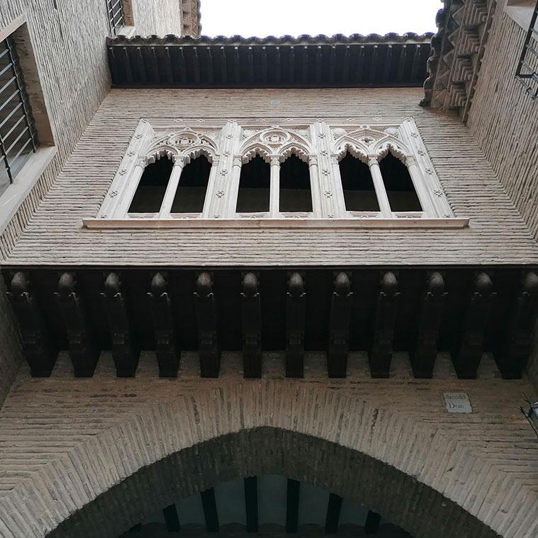 Vista del Arco del Deán desde la Calle José Palafox