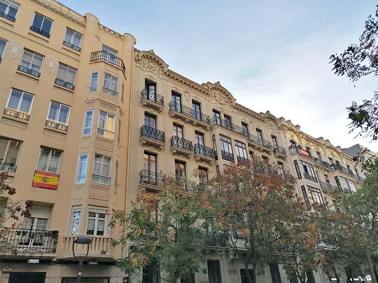 arquitectura modernista en la calle joaquin costa de zaragoza