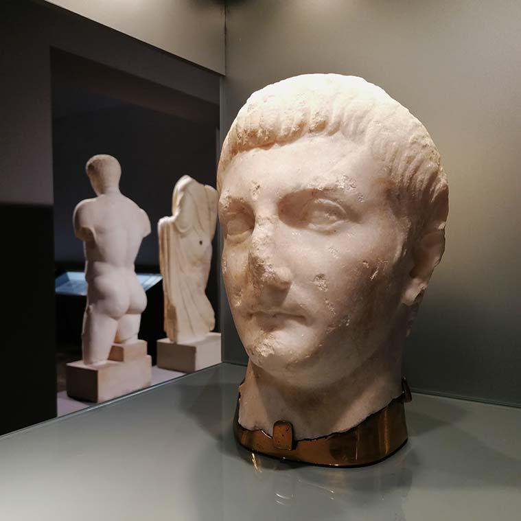 busto romanao de la colonia cesar augusta en el museo de zaragoza