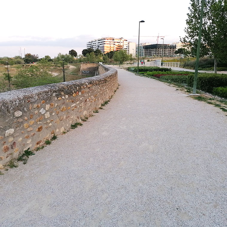 camino militar sobre el acueducto puente construido por Ramón Pignatelli en 1790