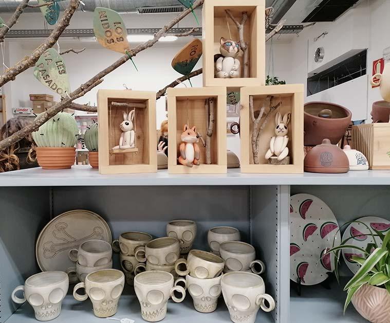 ceramica contemoranea en la tienda taller de sehahechotrizas en zaragoza