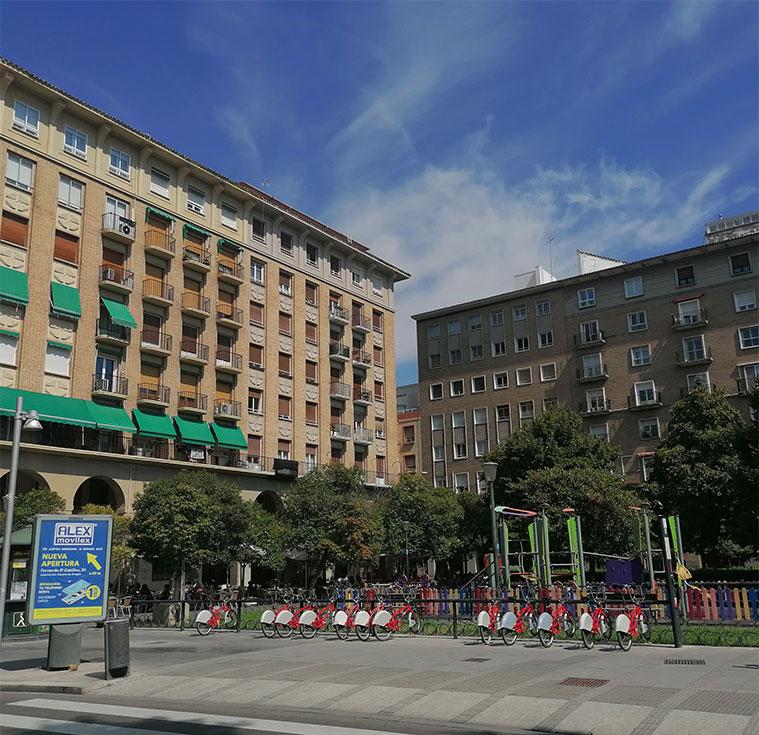 edificios y colegios en la plaza san francisco