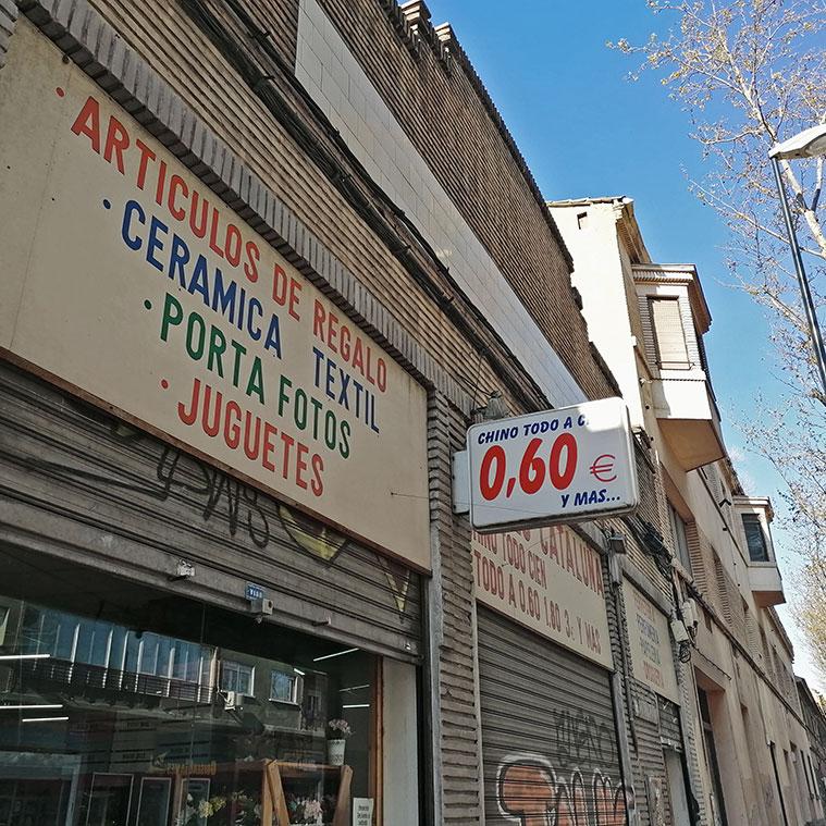 Naves de la Avenida Cataluña ocupadas por comercios de origen chino