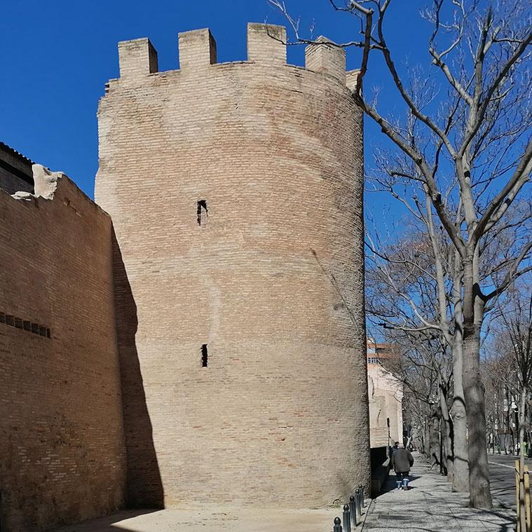 torreon medieval de la muralla de zaragoza