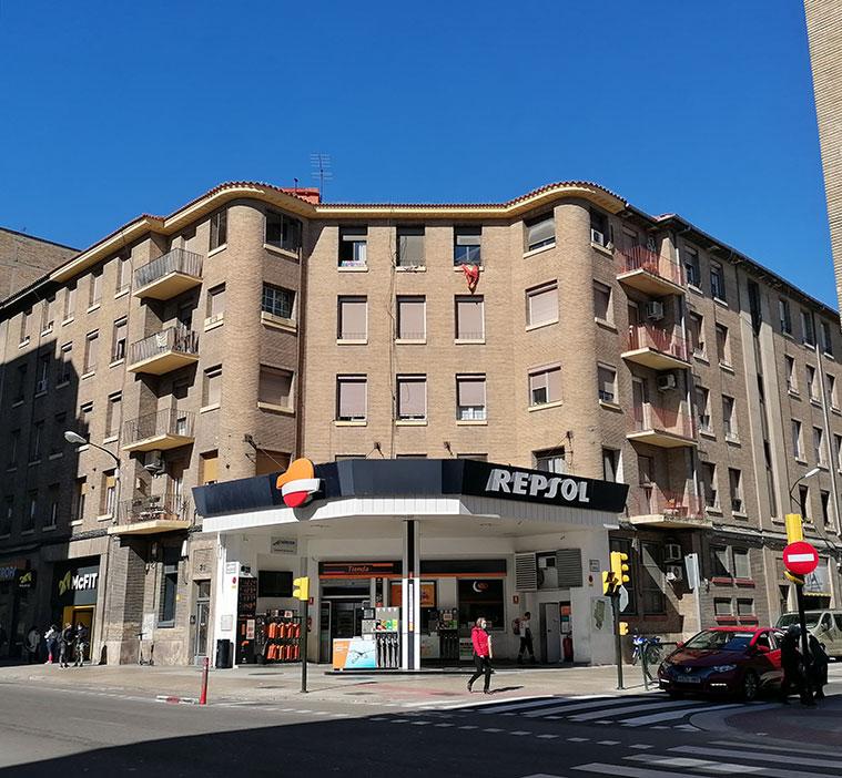viviendas y estación de servicio de Ágreda Automóvil en la avenida valencia