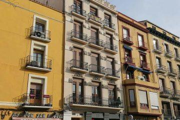 Edificios históricos en la Plaza San Miguel de zaragoza