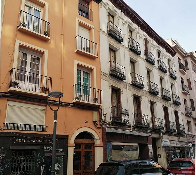 Edificios tradicionales en la Calle Azoque