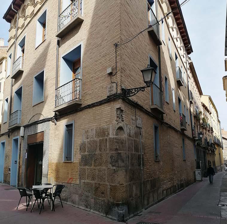 Palacio de los Gurrea de Castro de Zaragoza esquina d elas calles palafox y gavin