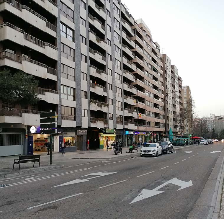 grandes bloques de edificios al inicio de la avenida Cesáreo Alierta