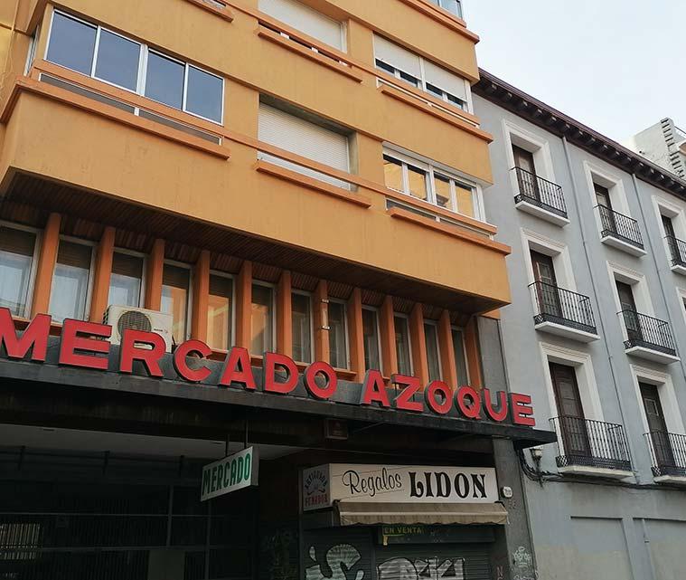 mercado azoque en la calle azoque de zaragoza