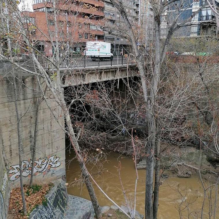 puente rio huerva cubierto a su paso por zaragoza