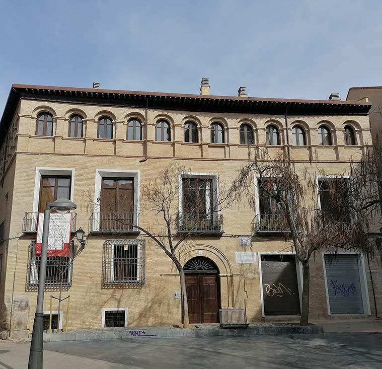 vista del Palacio Ignacio Jordan de Asso desde la plaza homonima