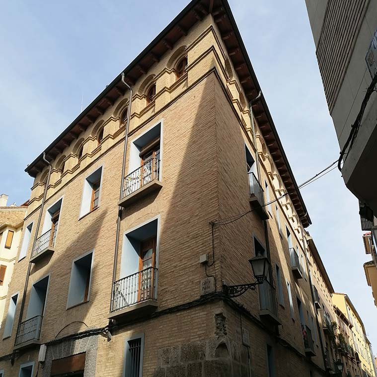 Vista del Palacio de los Gurrea de Castro de Zaragoza desde la Calle Palafox