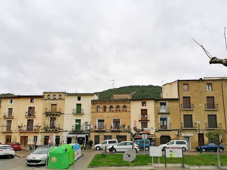Vista de la plaza Ramón y Cajal de Ayerbe