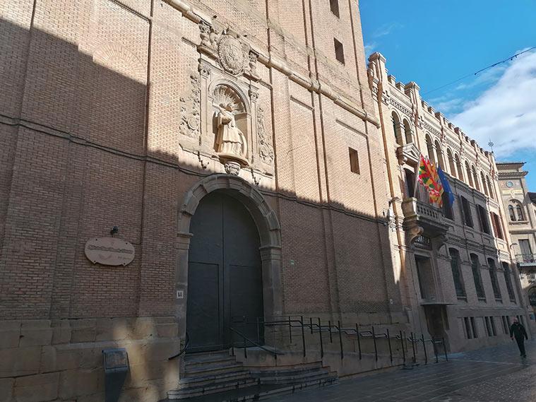 """Iglesia de San Vicente el Real, conocida popularmente como """"la Compañía"""" por pertenecer desde el siglo XVII a la orden religiosa de la Compañía de Jesús."""