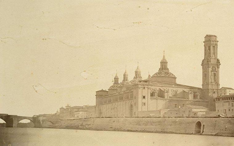 Imagen de la basílica del Pilar tomada por Charles Clifford