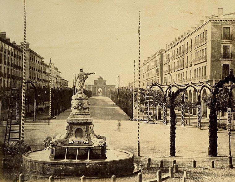 fuente de Isabel (conocida popularmente como fuente de Neptuno, se trasladó en 1902 al Parque Grande) y el Salón de Santa Engracia (actual Paseo de la Independencia)