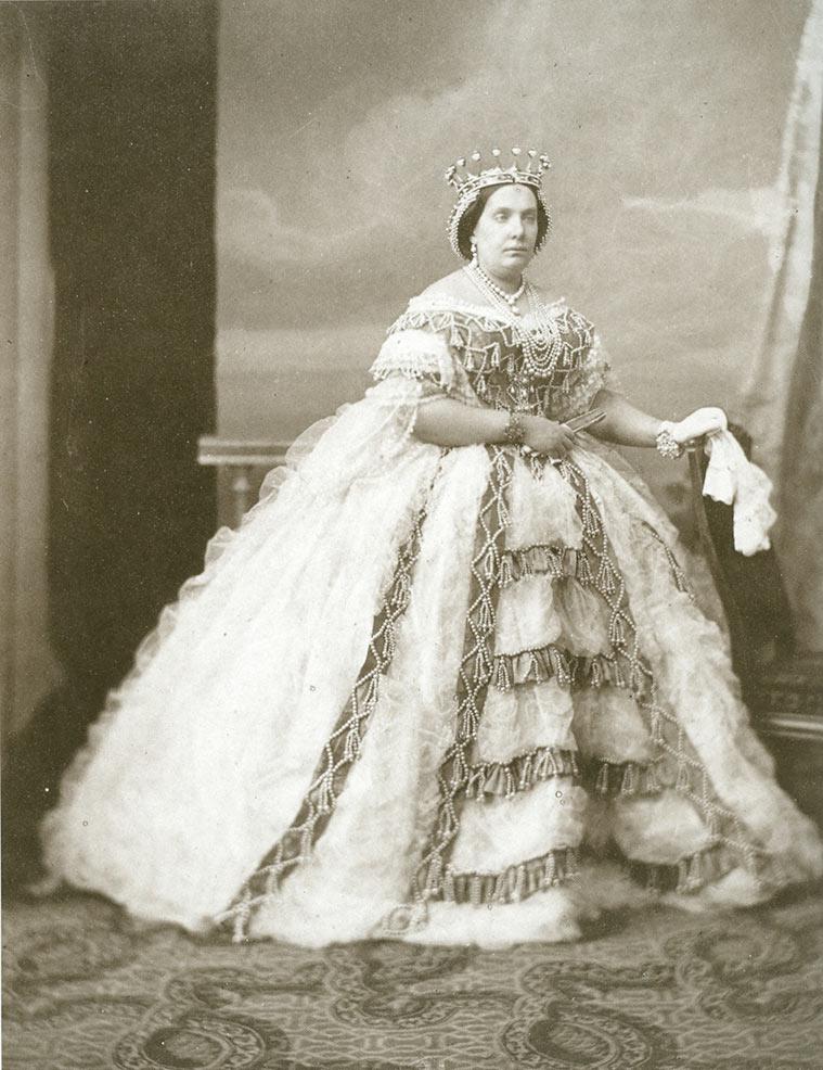 La Reina Isabel II de España, 1860. Charles Clifford