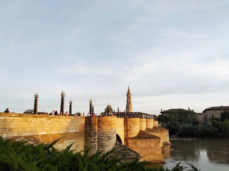 En Zaragoza, el Puente de Piedra ha sido uno de los puntos más concurridos
