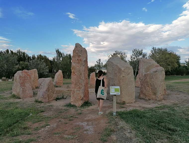 El Jardín de Rocas de La Alfranca propone un encuentro entre lo material y lo espiritual, elementos que, según el saber ancestral y tradicional, componen la naturaleza del ser humano