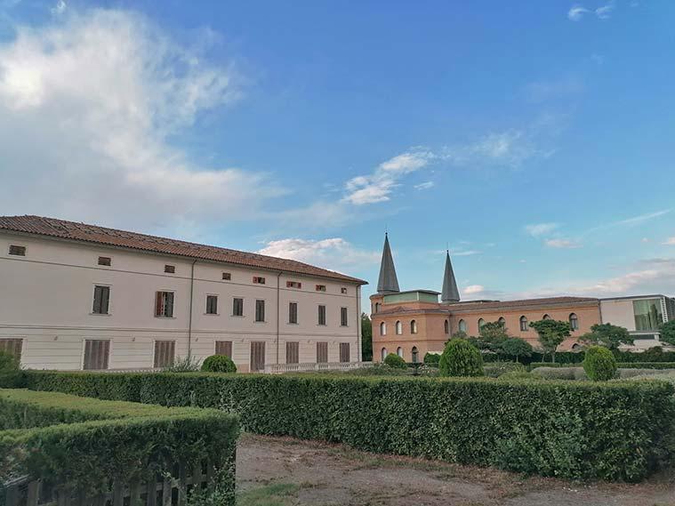 Palacio de los Marqueses de Ayerbe y Convento de San Vicente de Paul