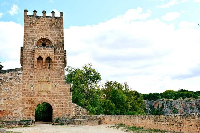 acceso al Monasterio de Piedra