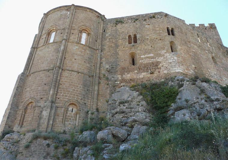 Vista exterior de la iglesia de Santa María del Castillo de Loarre