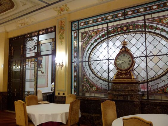 salon del antiguo casino mercantil de zaragoza
