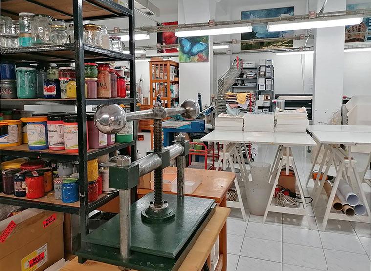 Tinta Entera, un taller de obra gráfica situado en la calle Maestro Estremiana