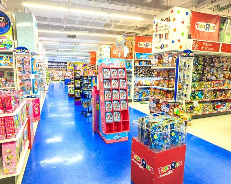 interior de la tienda de juguetes Toys R Us en Zaragoza