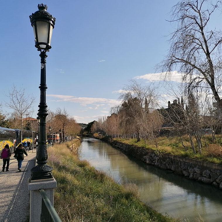 El Canal Imperial a su paso por el paseo de Reyes de Aragón