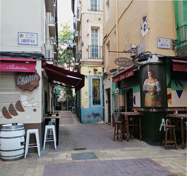 El Champi y la Taberna Doña Casta, en la intersección de las calles Estébanes y Libertad