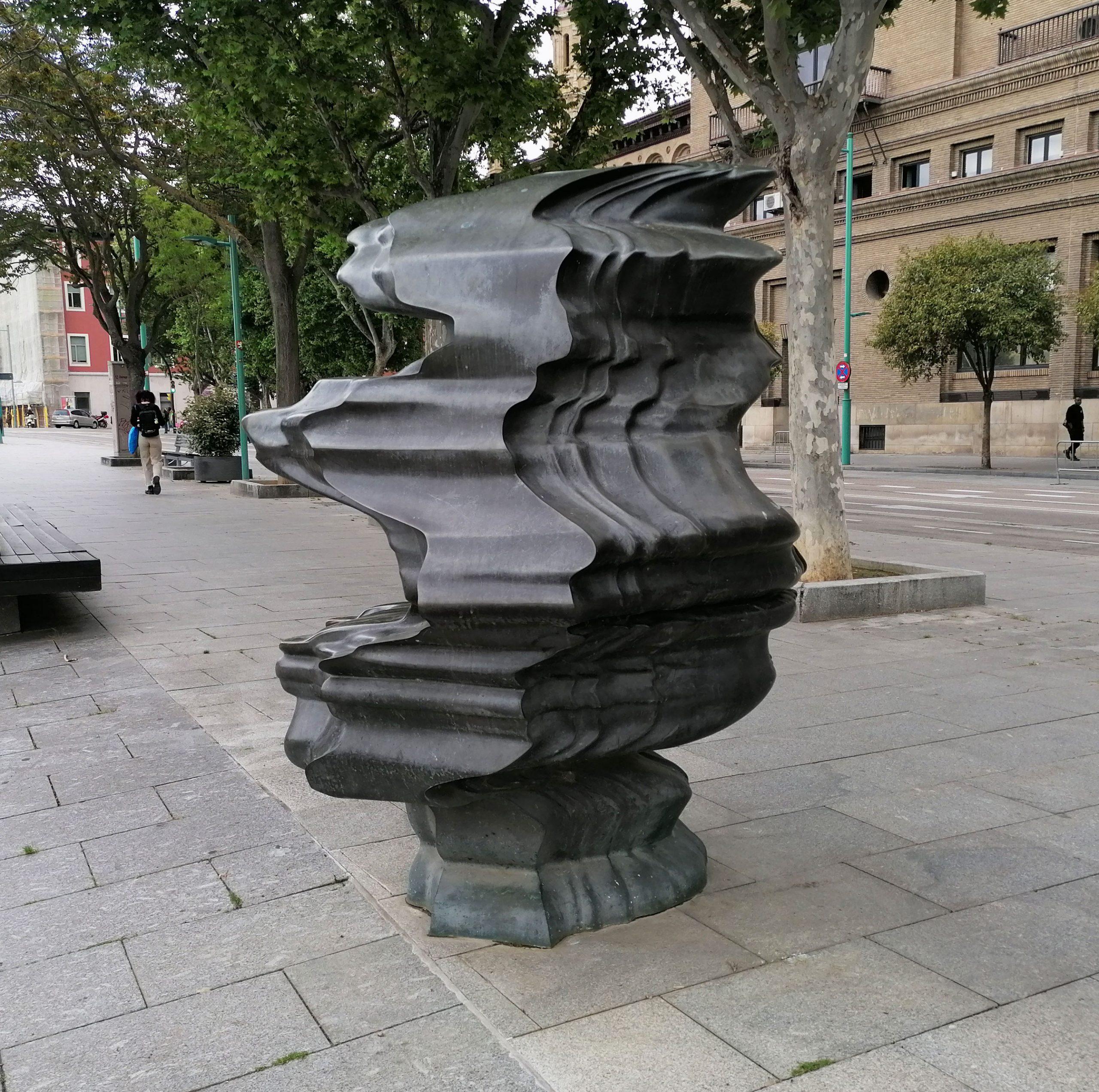 Escultura Wild Relative Pariente Salvaje de Tony Cragg en Zaragoza