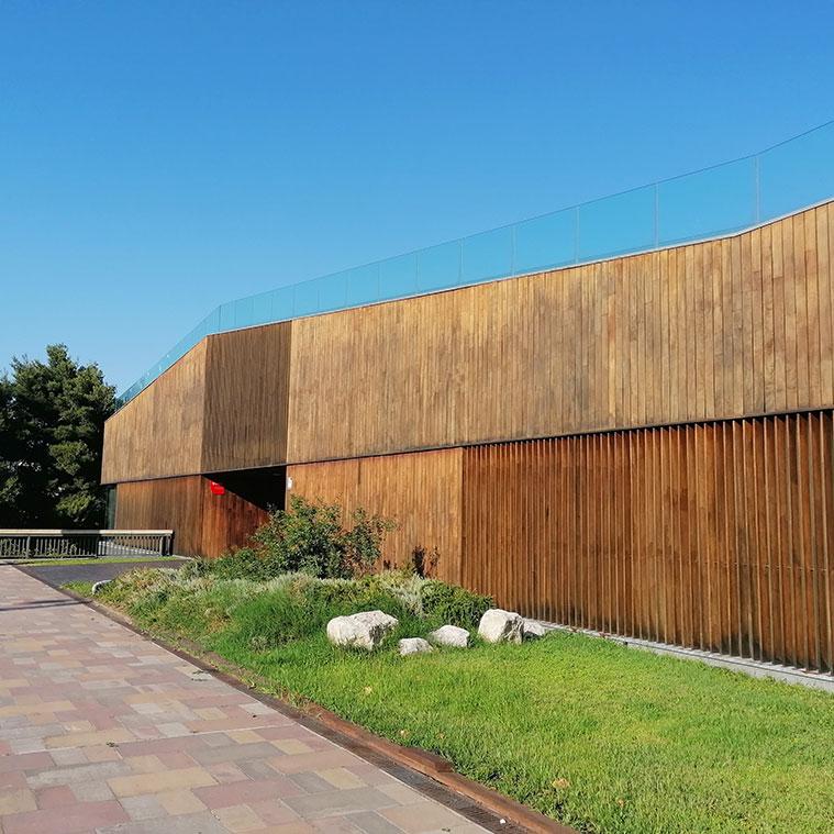 Fachada del Centro Ambiental del Ebro en el Paseo Echegaray y Caballero