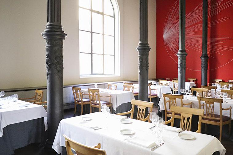 Grandes ventanales en el Restaurante Paraninfo Flor de Zaragoza