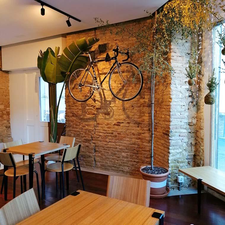 Interior de la cafeteria Justicia Specialty Coffee