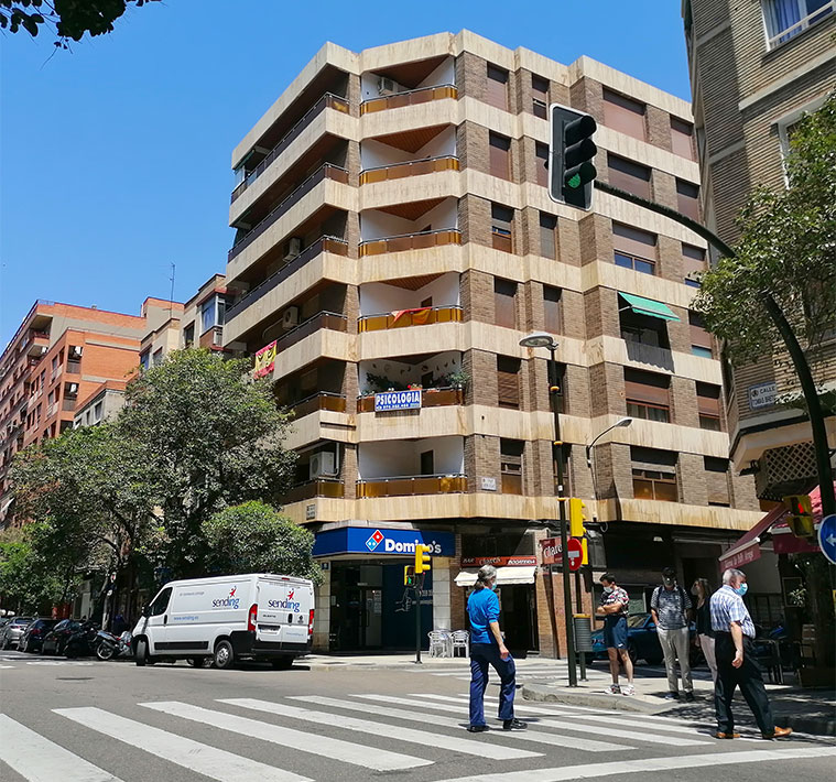 Intersección de las calles Bretón y Antonio María Claret