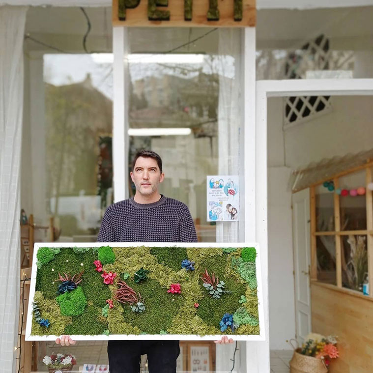 Jesús Jiménez (Distrito Musgo) hace centros y jardines verticales